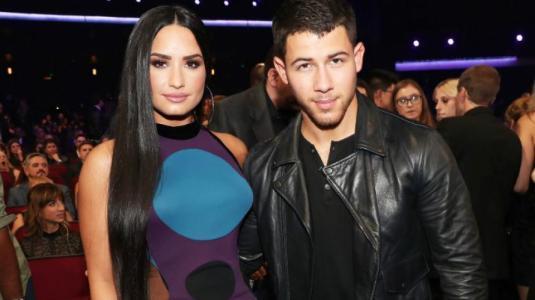 Demi Lovato está molesta con Nick Jonas por no invitarla a su matrimonio