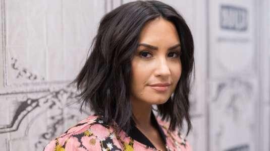 Demi Lovato deforma su cara con su mascarilla y confunde a todos