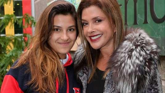 Hija menor de Carolina Arregui sorprende en bikini idéntica a su mamá