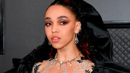 Grammy 2020: Dramático look de FKA Twigs no convenció
