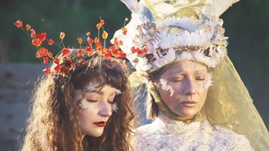 Dua Lipa y Coldplay juzgarán videoclip del director nacional Iñaki Velásquez