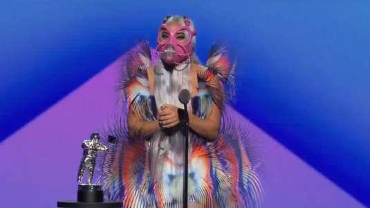 Como un pájaro: Look de Lady Gaga genera opiniones divididas en los VMA'S