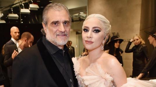 Papá de Lady Gaga cerró su negocio y pidió dinero en Twitter para pagar sueldos