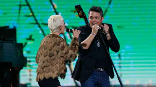 Los cuatro duetos que marcaron la presentación de Alejandro Sanz