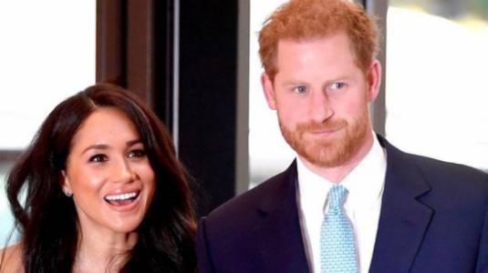 Confunden al Príncipe Harry con un vendedor de árboles de Navidad