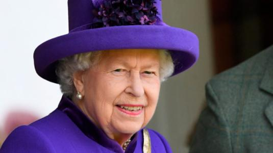 "Polémica por ""desaire"" de la reina Isabel a Harry, Meghan y Archie en foto oficial"