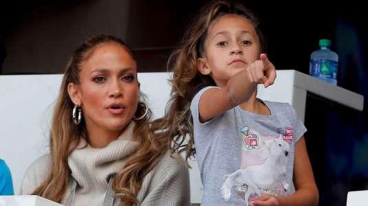 Hija de 12 años de Jennifer Lopez luce moda que la lleva entre jovencitas
