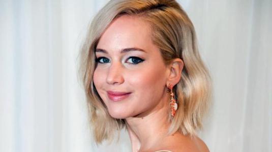 Paparazzis dan con el anillo de compromiso de Jennifer Lawrence