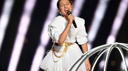 Hija de Jennifer Lopez cantó junto a su madre en show del Super Bowl