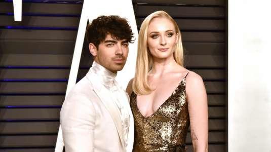 Captan a Sophie Turner con abultada pancita de embarazo junto a Joe Jonas