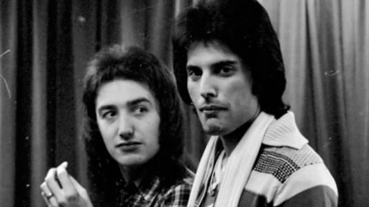 """John Deacon, ex bajista de """"Queen"""" reapareció en los medios británicos"""