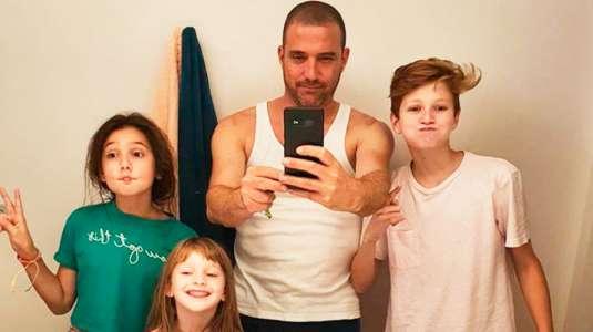 Julián Elfenbien disfruta a concho la cuarentena junto a sus 3 hijos