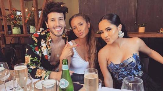 """Becky G responde a rumores de """"celos"""" de Camila Gallardo por Sebastián Yatra"""