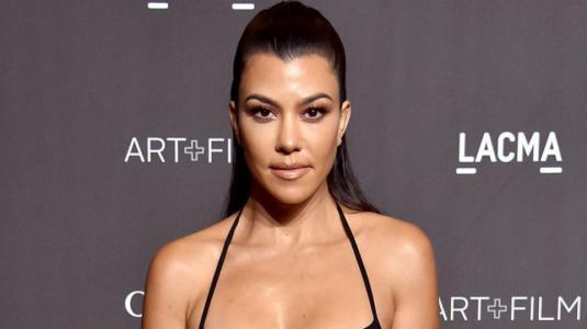 Kourtney Kardashian se une a la tendencia del total leather