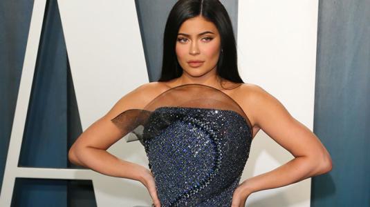 Kylie Jenner usó vestido que no le permitía sentarse en la fiesta post Oscars