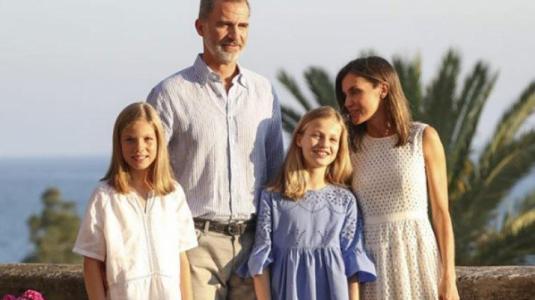 """""""Manotazo"""" de la reina Letizia a su hija de 11 años se vuelve viral"""