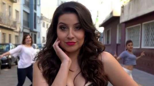 ¿María José Quintanilla o Karla Constant? Fans de la cantante la confunden con la animadora