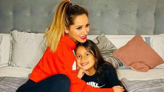 Marité Matus lleva a su hija a lujoso tratamiento de belleza con oro