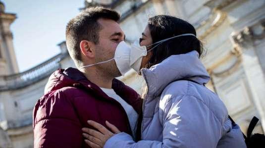 Médicos de Harvard recomiendan el sexo con mascarilla