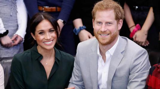 El príncipe Harry y Meghan Markle repartieron comida a enfermos en Los Angeles