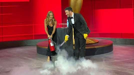 Jennifer Aniston tuvo que apagar un incendio durante los premios Emmy