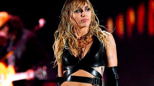 ¿Un mensaje para Liam? Nuevo tatuaje de Miley Cyrus causa revuelo