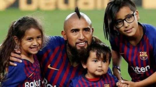 Hijo de Arturo Vidal habría mostrado por error la nueva camiseta de La Roja