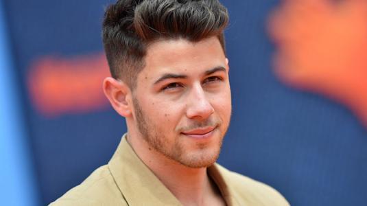 Trolleo a Nick Jonas por tener comida en sus dientes en los Grammy 2020
