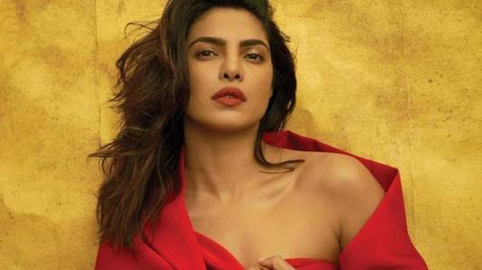 Priyanka Chopra se la juega con sutil cambio de look