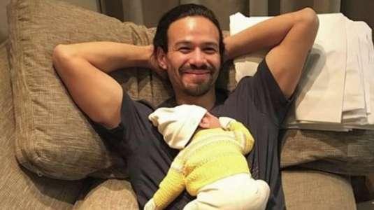 Francisco Puelles se las arregla entre la crianza de su hijo y el ejercicio