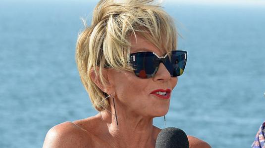 Raquel Argandoña se luce con el polerón furor en Viña del Mar