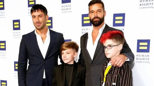Publican foto de Ricky Martin con la supuesta madre de sus hijos