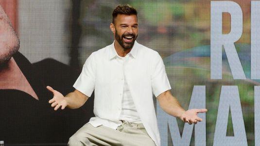 """""""Súbete a mi moto"""": Mira el parecido entre Ricky Martin y los actores que lo interpretan en la serie"""