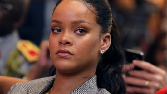"""Snapchat se disculpa por una publicidad que proponía """"abofetear a Rihanna"""""""