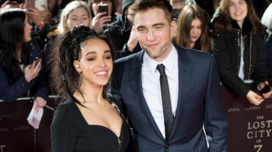 Ex de Robert Pattinson se luce con nuevo amor