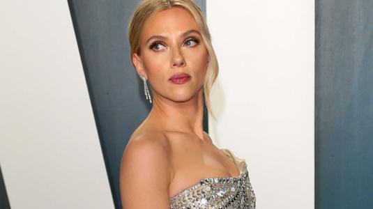 Scarlett Johansson se cambió a un vestido aún más sexy para la fiesta post Oscars