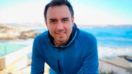 César Campos y su pololo firmaron el Acuerdo de Unión Civil
