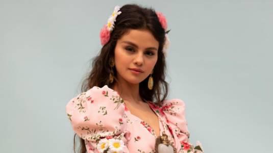 Selena Gómez estrena nuevo single totalmente en español
