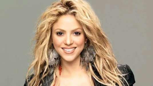 Shakira luce su bikini morado con flecos y explota las redes sociales