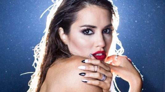 Lali Espósito compartió sesión en topless y sin Photoshop