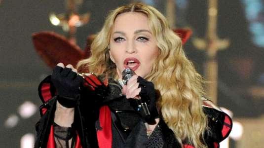 Madonna en ropa interior cuenta sobre tratamiento regenerativo