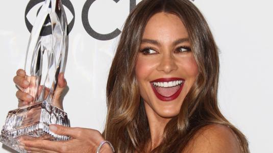 El escotado look de Sofia Vergara en los People's Choice Awards