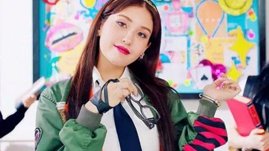 """Somi debuta como solista con la canción """"Birthday"""""""