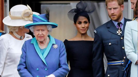 """La dura reacción de la Reina Isabel al enterarse de la """"renuncia"""" de Meghan y Harry"""