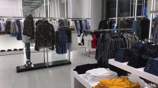 Bolso de conocida tienda es retirado del mercado tras burlas en redes sociales