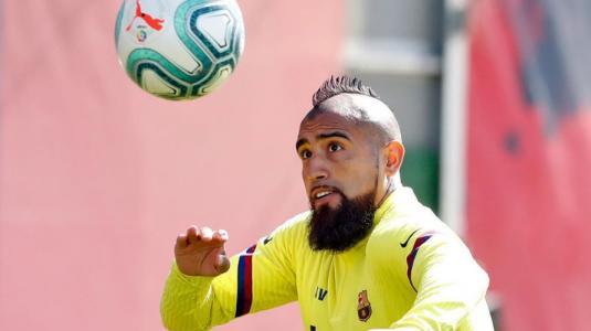 Fanáticos de Arturo Vidal quedaron en shock tras verlo con el pelo largo
