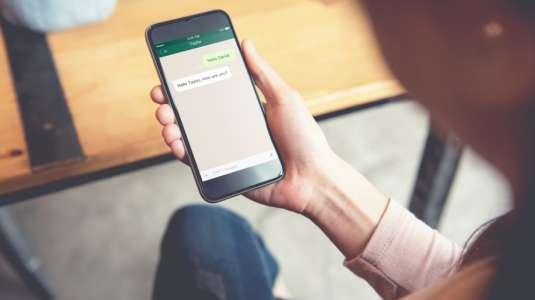 WhatsApp prepara función para transferir dinero en la app