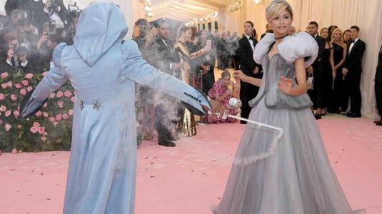 MET Gala: El mágico vestido de Zendaya que una hada madrina transformó en vivo