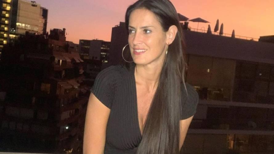 Adriana comparte foto en bikini sin retoques ni filtros en redes sociales