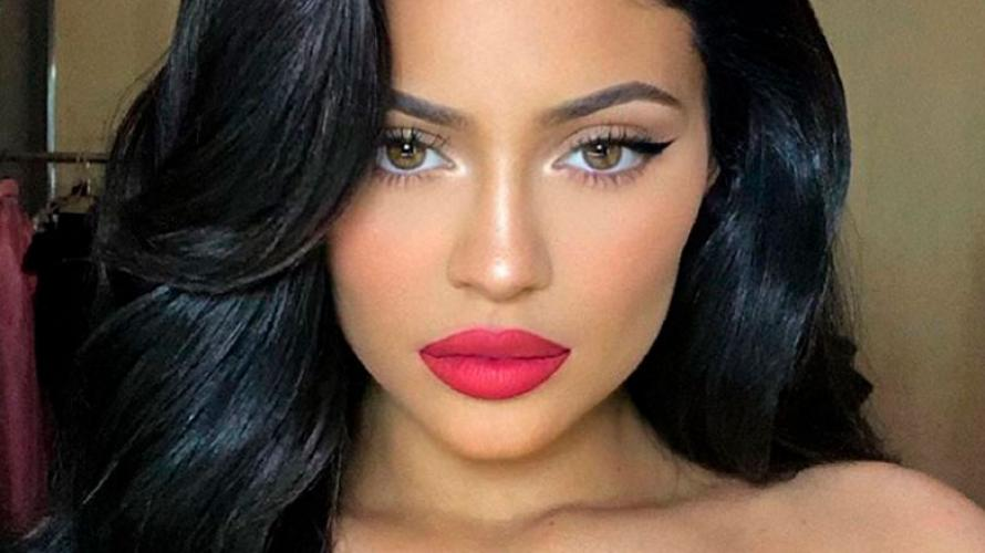 Kylie Jenner cambió de look y quedó igualita a Kim Kardashian
